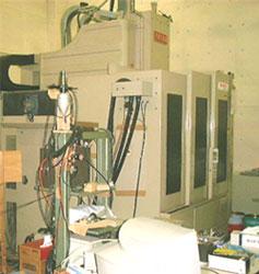 実験室のマシニングセンタ